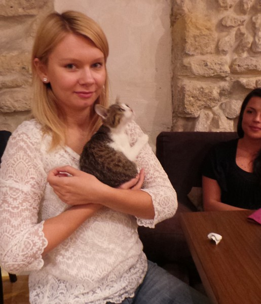 cafe-des-chats-customer-with-cat