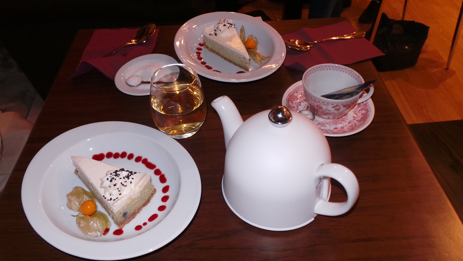 cafe-des-chats-tea-and-cakes
